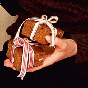Honningkage i bradepande... Kage nok til hele julen..