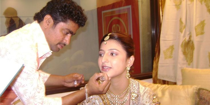 if you are planning to hire a Bridal Makeup Artist for your wedding then MakeupNoor is the best Professional who can provide you bridal related services at affordable prices.