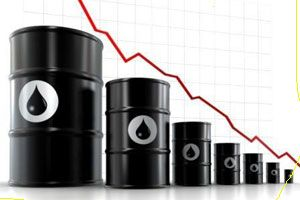 NCRI - Economic experts believe that after the fall of oil prices on the world market, oil revenues of Iran could be reduced to $26 billion in 2015.  Iranian oil was once being sold for $100 to 110 a barrel. Now the price has been reduced to $70 a barrel.  With this sudden drop in oil prices, oil revenues of the clerical regime will fall by 30% next year.