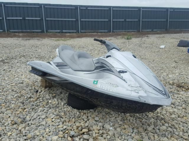 3 Things To Consider When Buying Salvage Jet Skis For Sale Skis