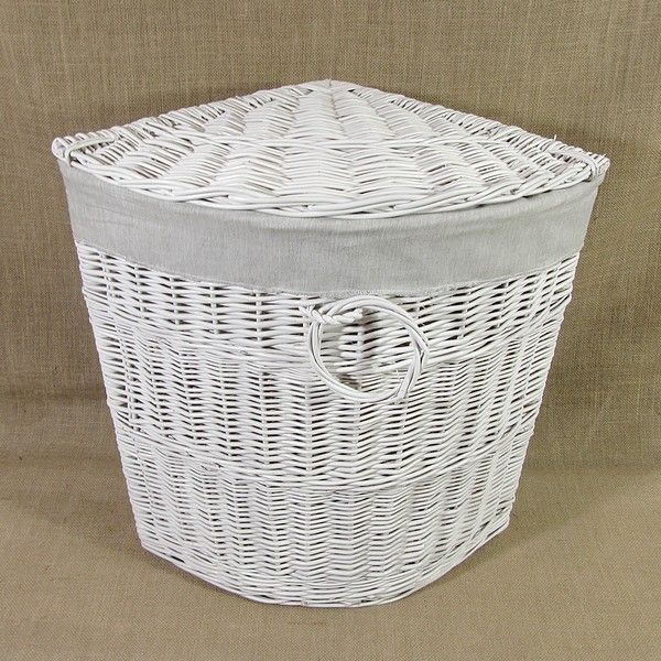 Biały wiklinowy kosz na bieliznę z materiałowym wkładem wzór - melanż