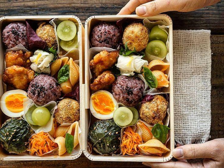 @maaaarukoo  黒米おにぎり、 大葉ナムルおにぎり、 里芋コロッケ、 鶏のからあげスイートチリ味、 シャインマスカットのピクルス、 トマトパスタ、 味玉、 人参のマスタード和え、 かぶの酢橘なます