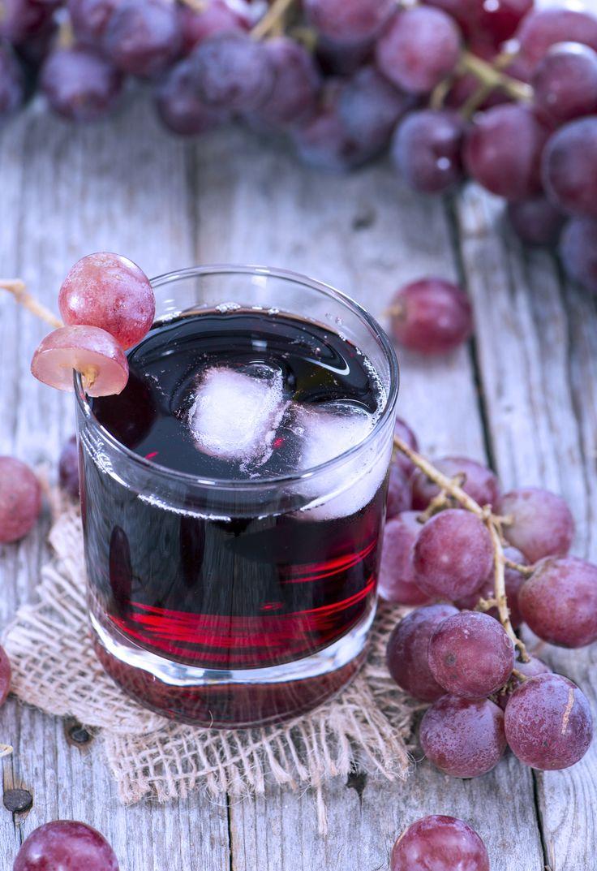 Traubensaft lässt euch besser schlafen und enthält wichtige Antioxidantien.