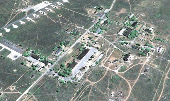 A base militar mais famosa do mundo é a Area 51, localizada no Deserto do Nevada (EUA). Oficialmente, é um complexo de testes militares, de aeronaves e armamentos. Muitas pessoas acreditam que aÁr...