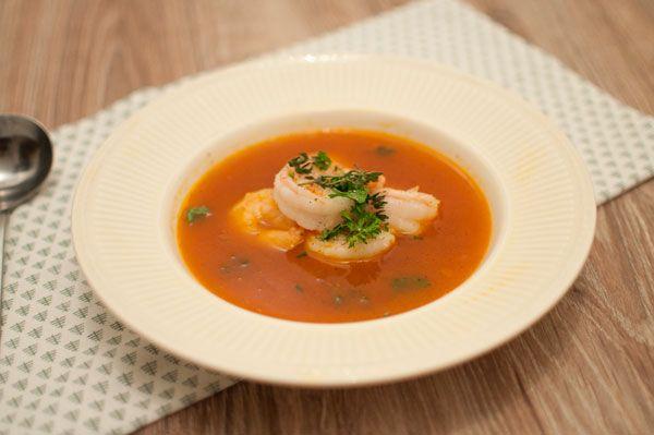 Gambasoep met saffraan; een lekker soepje voor tijdens de feestdagen. Van tevoren te bereiden dus geen stress. Lekker met toast, roomboter en zeezout.
