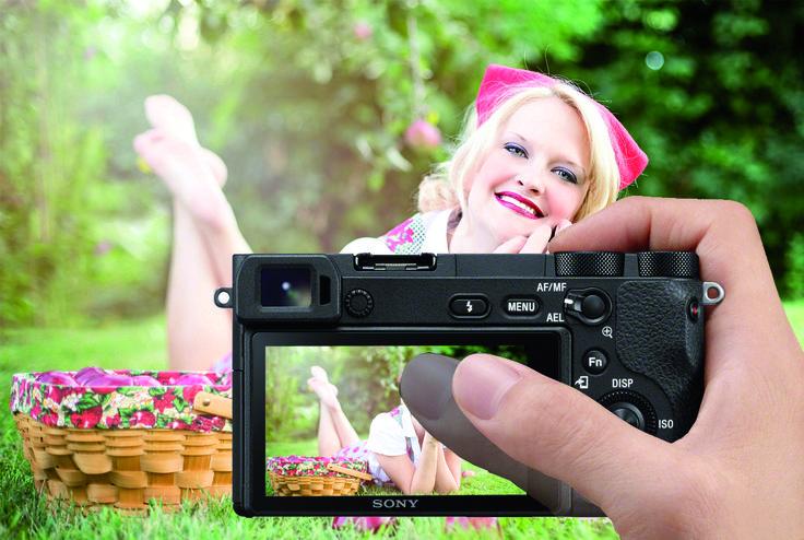 Sony A6500, la nuova mirrorless top di gamma in formato APS-C con sistema di stabilizzazione su cinque assi. Può riprendere video in 4K a 24 o 25 frame per secondo.  La Sony A6500  è la nuova top di gamma del segmento mirrorless. Evoluzione del modello a6300, utilizza lo stesso sensore Exmor CMOS da 24 MP e  lo stesso sistema autofocus a 425 punti per una regolazione della messa a fuoco in soli 5 centesimi di secondo, un record per questo tipo di fotocamere.