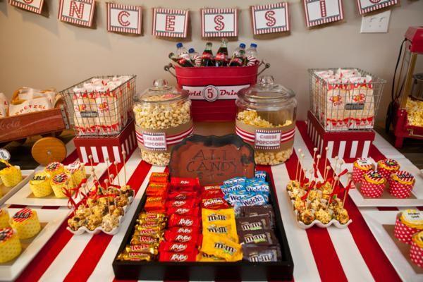 Pra quem gosta de variar doces de festa,pq não acrescentar chocolates ou guloseimas variadas? Pode usar marshmalow,gominhas,balas variadas,chocolates diversos,pipoca doce,churros,etc...