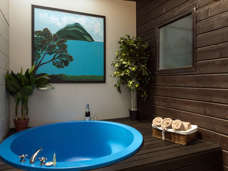 Every room has a private spa.                          Art work by Annemarie Gallagher
