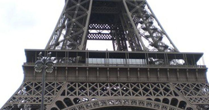 Cómo hacer una Torre Eiffel de origami . Origami es un artesanía japonesa con papel plegado que comenzó en el siglo XVII. Tradicionalmente se usaba para realizar animales u objetos de papel pero, a medida que se convirtió en más popular, se han incluido íconos de la cultura pop y personajes famosos. La Torre Eiffel es una famosa estructura de hierro que se encuentra en París y fue ...