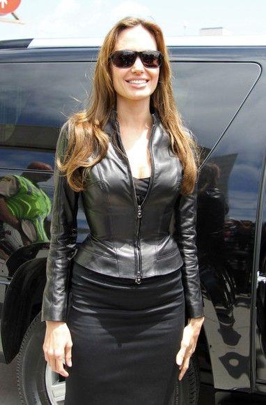 #AngelinaJolie #blackleatherjacket