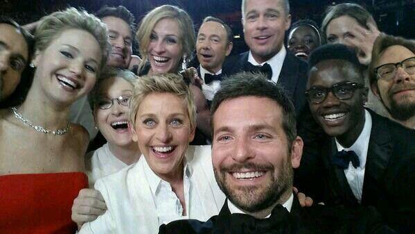 Ellen's Oscar Selfie w/ a photobomb