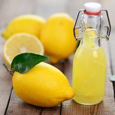 DIY - Apfelessig Zitronensaftmischung zur Behandlung von Schuppen: 1 Teil Apfelessig / 1 Teil Zitronensaft / 3 Teile Wasser - die Mischung vorsichtig einmassieren, ca. 10-15min. einwirken lassen und mit einem milden Shampoo auswaschen