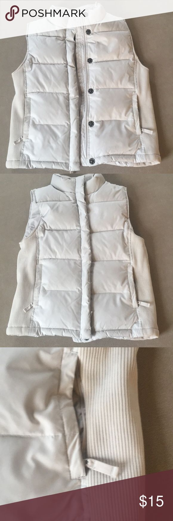 GAP XS Cream Vest feathers and down - like new GAP XS Cream Vest feathers and down - like new GAP Other