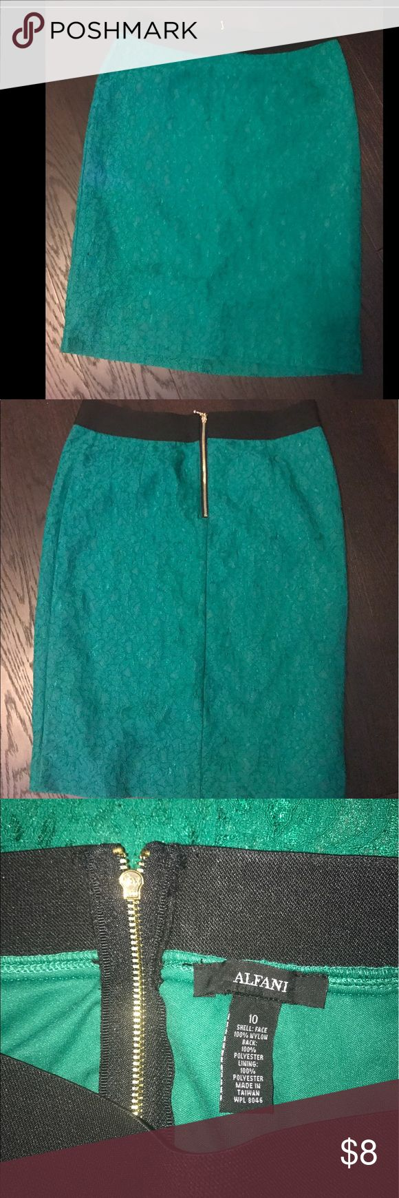 Cute green pencil skirt Pencil skirt, with lace detail... very cute and in great condition!! Alfani Skirts Pencil