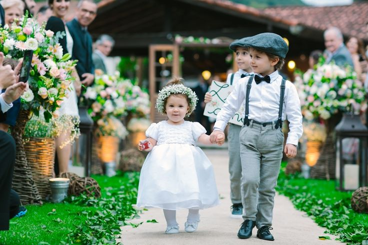 Pajem e damas na nave - Casamento Vintage