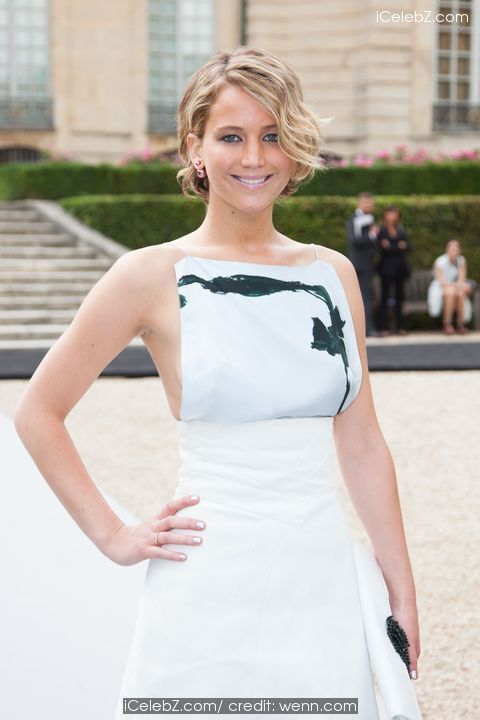 Jennifer Lawrence Reveals side-boob in Paris Fashion Week Haute Couture Fall/Winter 2014-2015 - Dior http://icelebz.com/events/jennifer_lawrence_reveals_side-boob_in_paris_fashion_week_haute_couture_fall_winter_2014-2015_-_dior/photo2.html