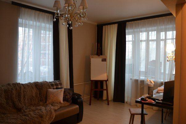 гостиная коричневые шторы