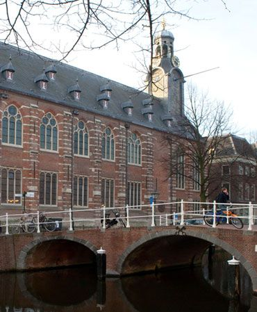 Leiden University - Universiteit Leiden International Studies Program
