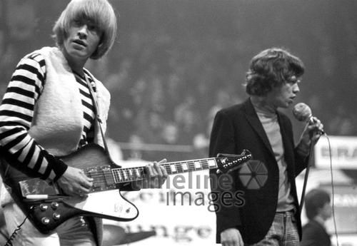 Brian Jones, Mick Jagger in Halle Münsterland Hermann Schröer/Timeline Images #1965 #60s #60er #Rock #Konzert #Musik