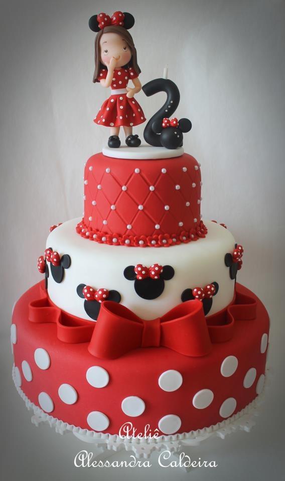 A tökéletes Minnie-torta! A virágok helyett golyókat, inkább. Marcipánt vajon honnan?!...