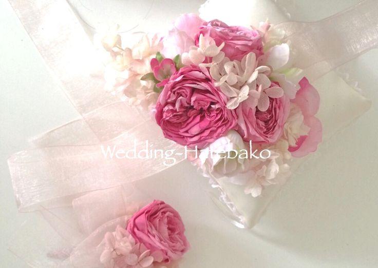 手まりローズパルフェのリスレット&ブートニア ピンクのシルクドレスに。