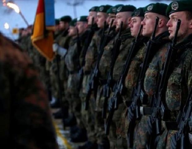 Heil Hitlerrel köszönti egymást egyre több német katona! - https://www.hirmagazin.eu/heil-hitlerrel-koszonti-egymast-egyre-tobb-nemet-katona