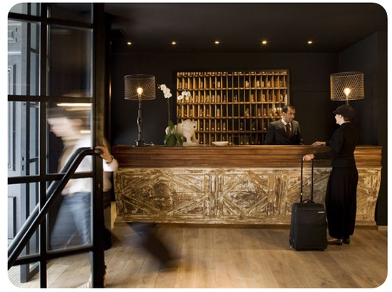 Such a simple yet chic front desk at Hotel Pulitzer in Paris.: Hotels Receptions Desks, Google Search, Paris France, El Hotels, Pulitzer Paris 极致之宿, Call Hotels, Hotels Front Desks, G S Hotels, Hotels Pulitzer Paris