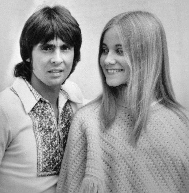 Davy_Jones_Maureen_McCormick_Brady_Bunch_1971.JPG