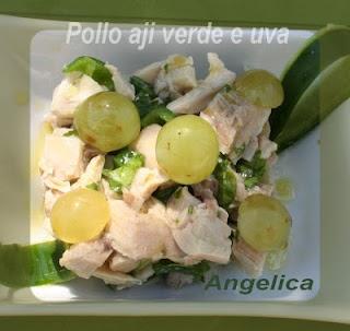 Pollo, peperoncino verde e uva bianca