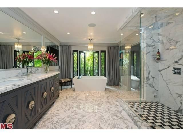 Pin by Claudine Kurp on BATHROOMS | Jeff lewis design ...