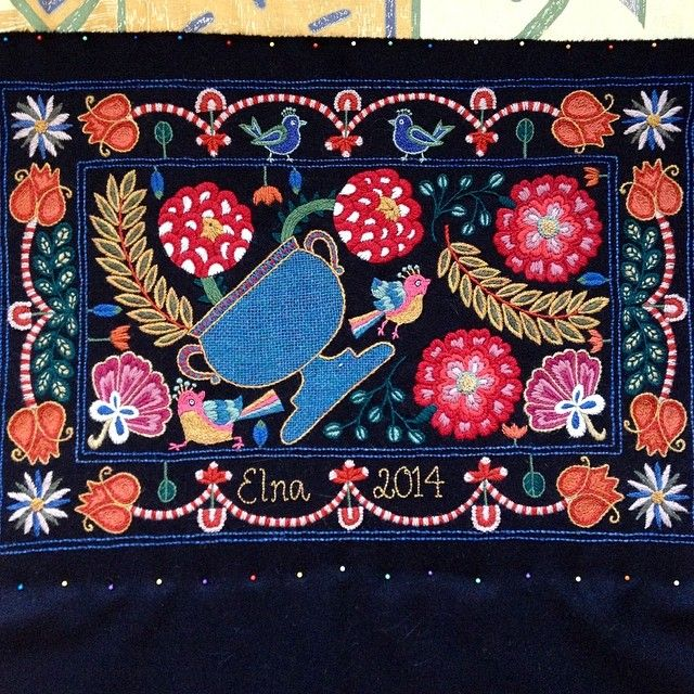 Wool embroidery in progress by Elna Carr. Skånskt yllebroderi. Scanian wool embroidery/crewelwork