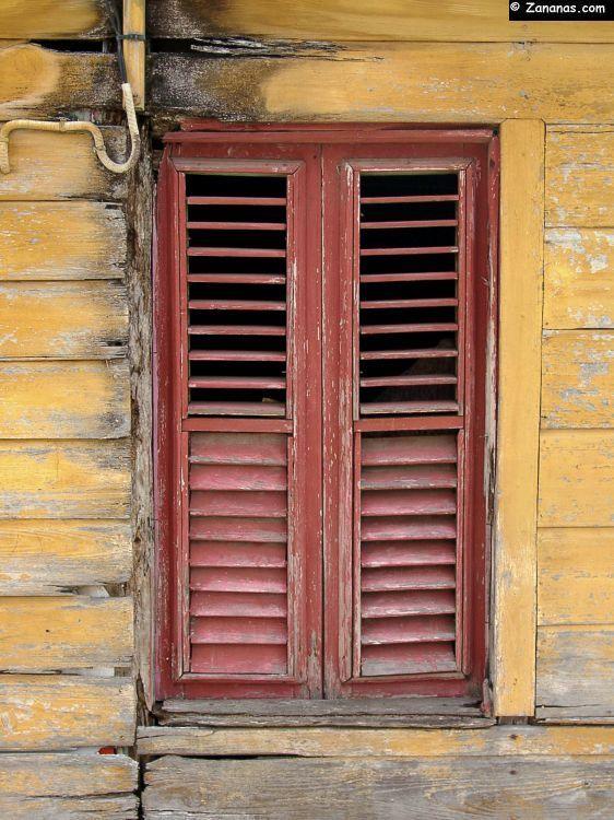 Fen tre d 39 une vieille case cr ole en bois trois ilets for Case en bois