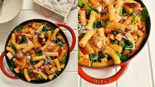 Těstoviny s lososem a rajčaty  Foto: