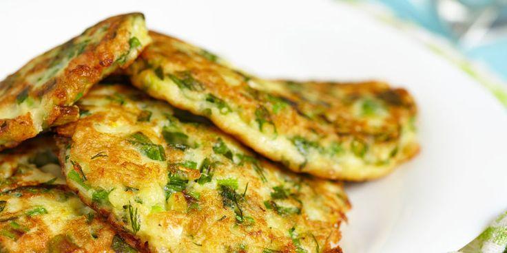 Pannenkoeken ongezond? Dit hoeft helemaal niet het geval te zijn. Met deze courgette pannenkoeken zet je iets heerlijks op tafel wat ook nog gezond is! Dit heb je nodig: 0.5tl honing 1el Bertolli olijfolie 1ei 1lente-uitje (in ringen) peper en zout 0.5courgette (grof geraspt) 0.5tl citroensap (of naar smaak) 1el verse muntblaadjes (fijngehakt) 100ml yoghurt…