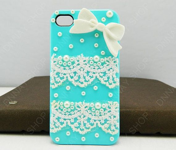 Wish I wasn't so clumsy with my phone do I could have cute cases like this!