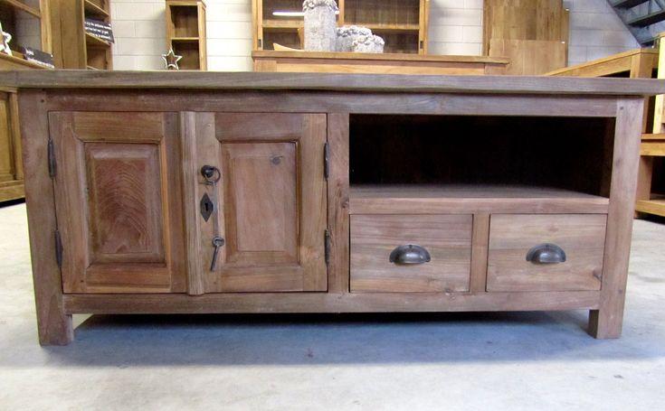 Schattig plasma tv meubel 120cm. Een teakhouten kastje met een handige afmeting en dat maakt het geschikt voor elke woonruimte. Eenmalig behandeld.