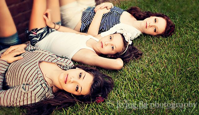 Family Portraits #photography #poses #inspiration #sisters