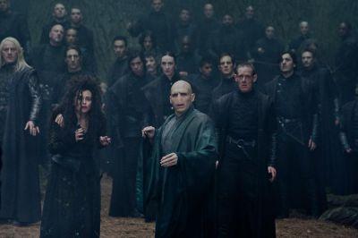 13. Harry en Carlo komen terecht op een verlaten plaats waar opeens dooddoeners en Voldemort verschijnen. Harry laat een giftige druppel richting de toverstaf van Voldemort gaan en die ontploft. Hierdoor komen er allemaal geesten tevoorschijn zoals de ouders van Carlo en de ouders van Harry. Op dat moment vraagt Carlo om zijn lichaam mee te nemen naar de hemel.