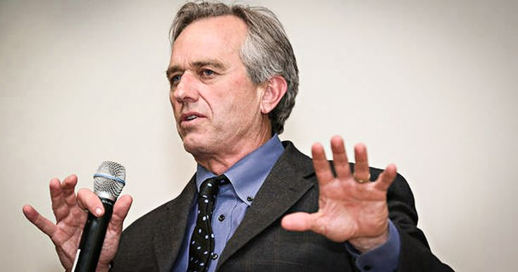 Ring of Fire's Mike Papantonio lays down the truth on the dysfunctional corporate media's attacks on our own Robert F. Kennedy, Jr. Transcript of the above video: In the last election, the split between progressives who supported Bernie Sanders and Democrats who supported Clinton, reached a point that neither camp is taking the time to