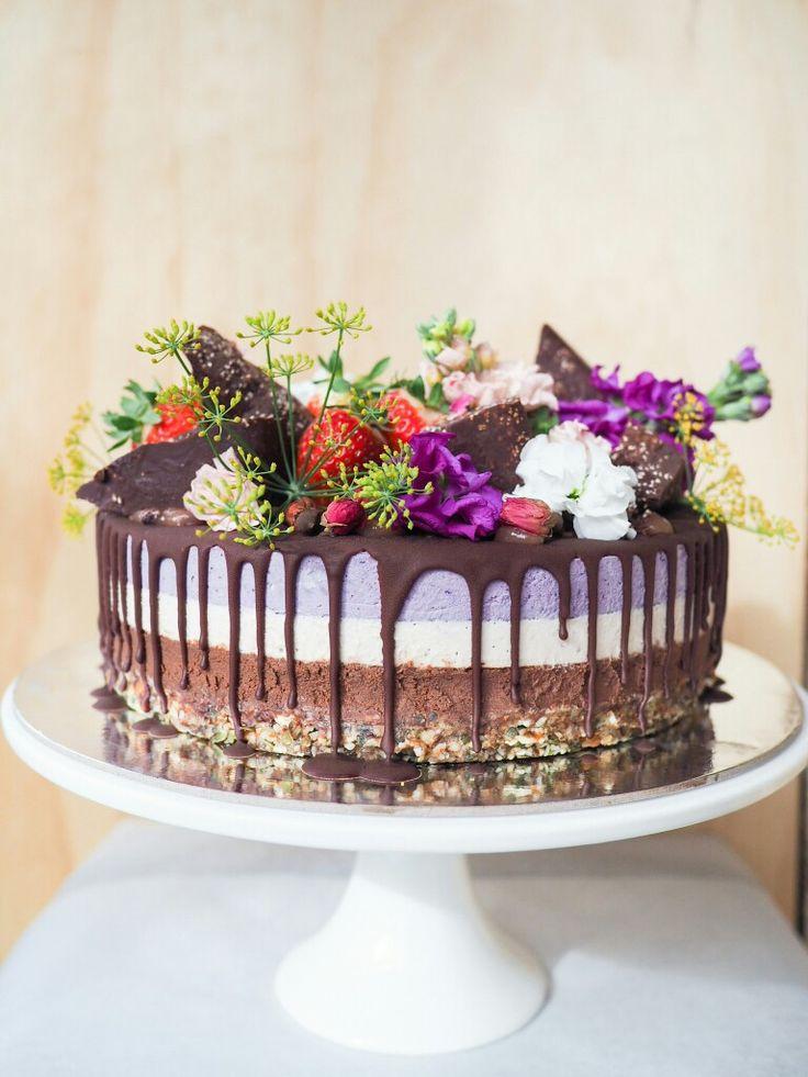 Chocolate Rose & Berry #fromthewildcakes #adelaidecakemaker #vegan #glutenfree #refinedsugarfree