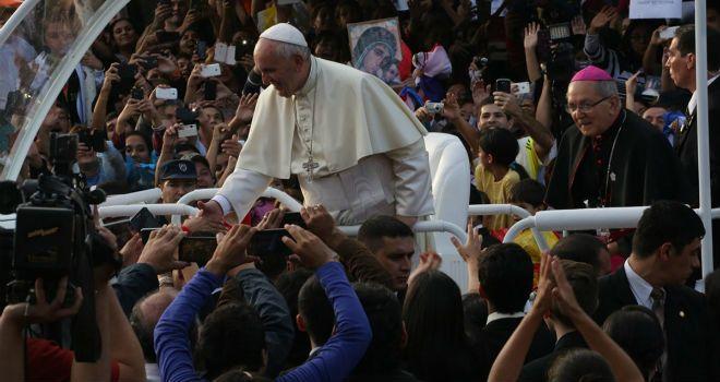 Jorge Mario Bergoglio (papa Francisco) nació en Buenos Aires, Argentina, el 17 de diciembre de 1936 y es pieza clave en la Iglesia Católica. Estará en Cuba