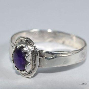 Pierścionek srebrny z ametystem.