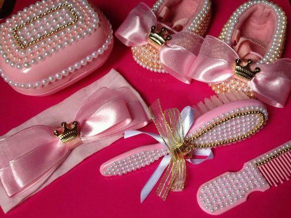 Acessórios decorados com pérolas. Kit sapato de pérolas com tiaras e kit de…