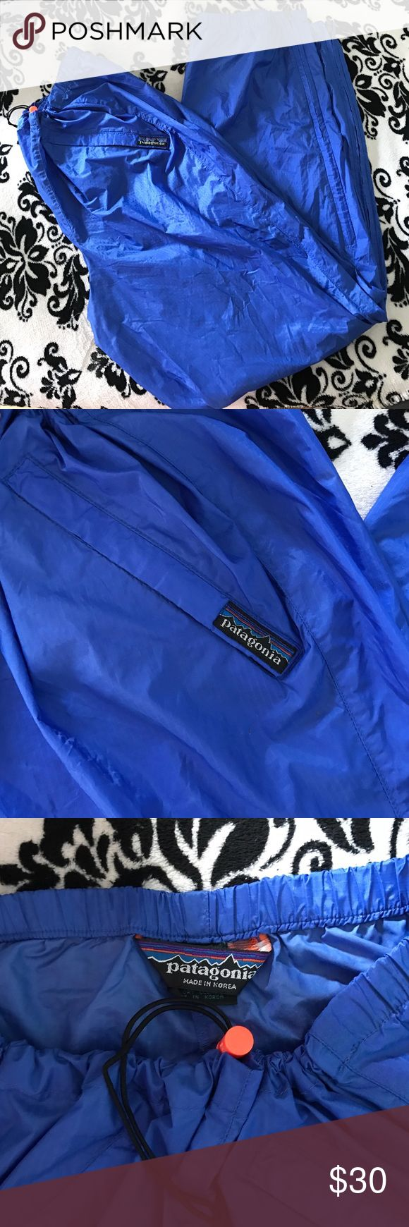 Patagonia pants I think they are called Houdini pants lol but they are cute Patagonia Pants Sweatpants & Joggers