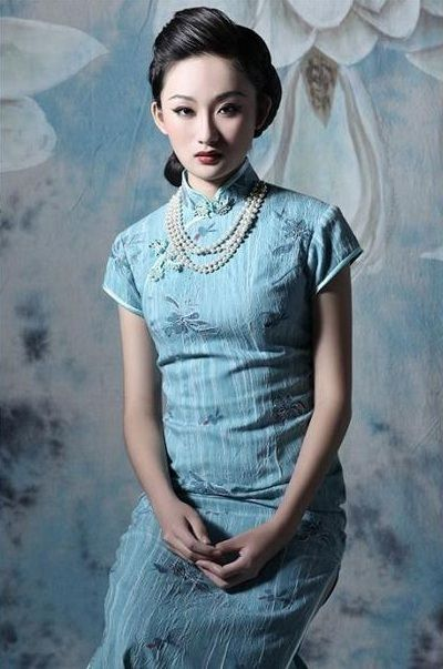chinese women traditional dress qipao