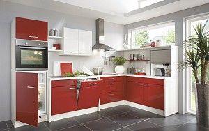 Keukenloods.nl - Staffoli #hoekkeuken Deze keuken is uitgevoerd in hoogglans rood met een wit werkblad en bovenkasten. De hogere kast biedt ruimte aan de (combi)magnetron en koelkast.
