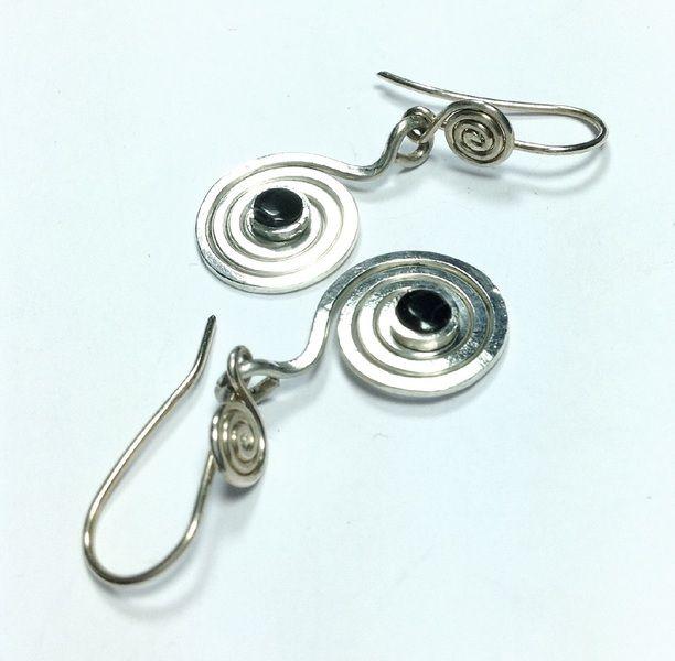 "Silberspiralen ""espiral de la vida"" mit Onix  von LaSombrilla auf DaWanda.com"