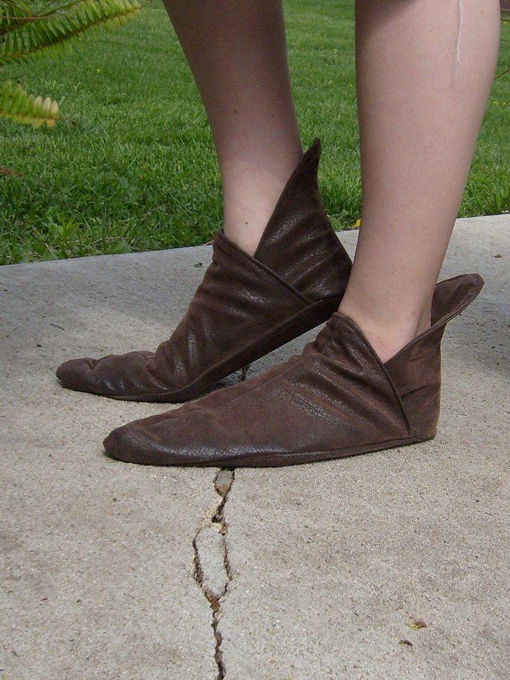 Soft Renaissance Shoe---New Thick Leather Sole Option--- Pointed Toe, Elvish Shoe, Larp footwear, Costume Shoes, Renaissance Shoe, Leather by TheModestMaiden on Etsy https://www.etsy.com/listing/99264716/soft-renaissance-shoe-new-thick-leather