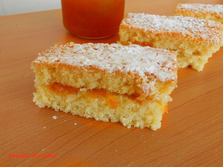 soffici merendine per la scuola http://blog.giallozafferano.it/cuinalory/merendine-con-marmellata/ #passioneincucina #gialloblogs #marmellata #sweet
