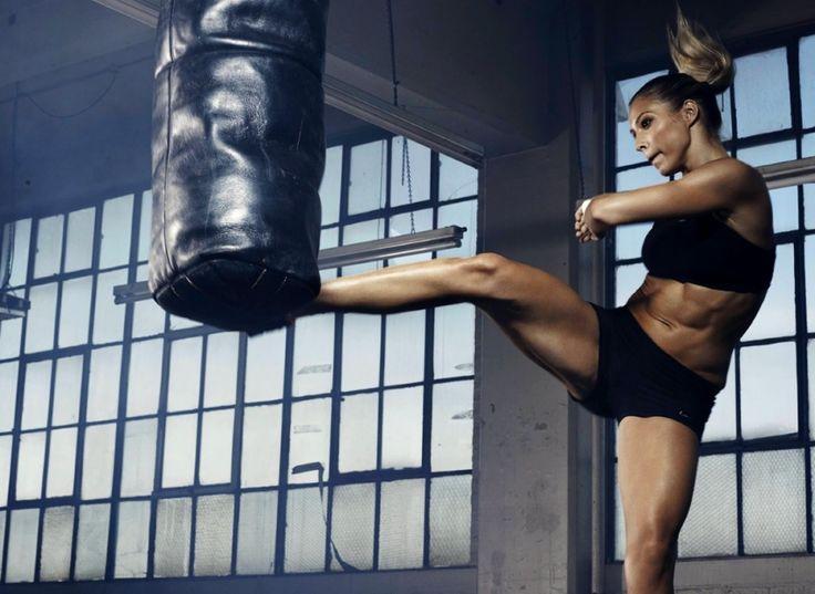 Aujourd'hui, on vous propose une nouvelle vision de la boxe : non plus comme un sport de combat mais plutôt comme fitness. Vous n'aurez besoin que de très peu d'équipement et vous fondrez très rapidement. Ces quelques mouvements de boxe pour faire fondre